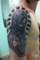 Татуировки Девы Марии с голубем.