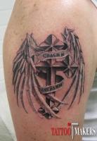 татуировка крест с крыльями и надпись