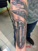 Тату биомеханика на руке