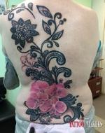 Тату цветы на спине.