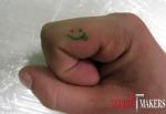 татуировка смаулика на пальце
